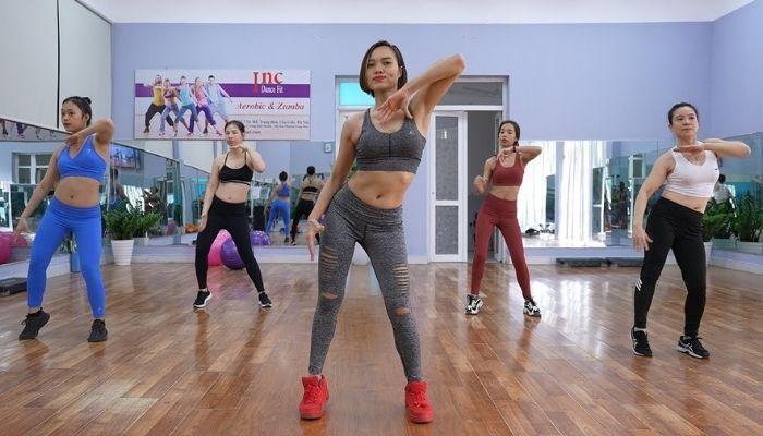 aerobic-thuong-phai-tap-theo-nhom